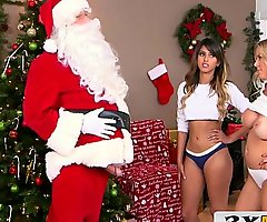 Sneaky santa receives useful - mummy & latin chick stepdaughter - alexis fawx, sophia leone