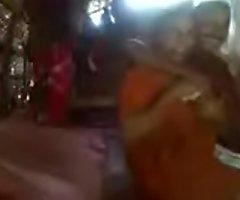 Kerala aunty in saree fucking less neighbour